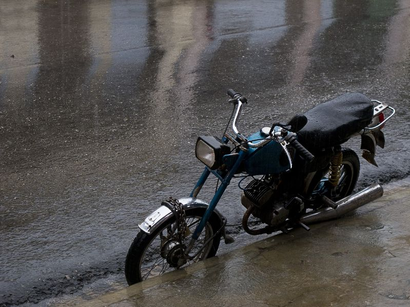 愛するバイクと梅雨を乗り切る!梅雨時のバイクの保管・お手入れまとめ