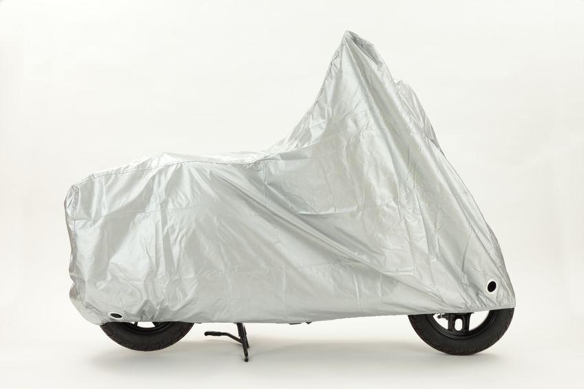 【転倒注意!】屋外保管のバイク・原付の台風&強風対策まとめ