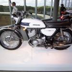 800px-1969_Kawasaki_500_H1_MachIII