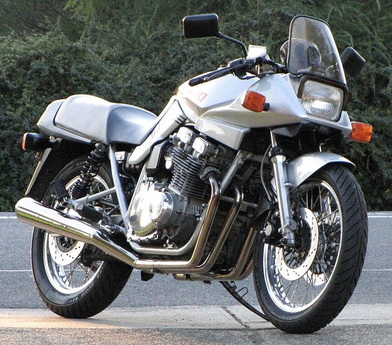 800px-Suzukikatana1100-2010