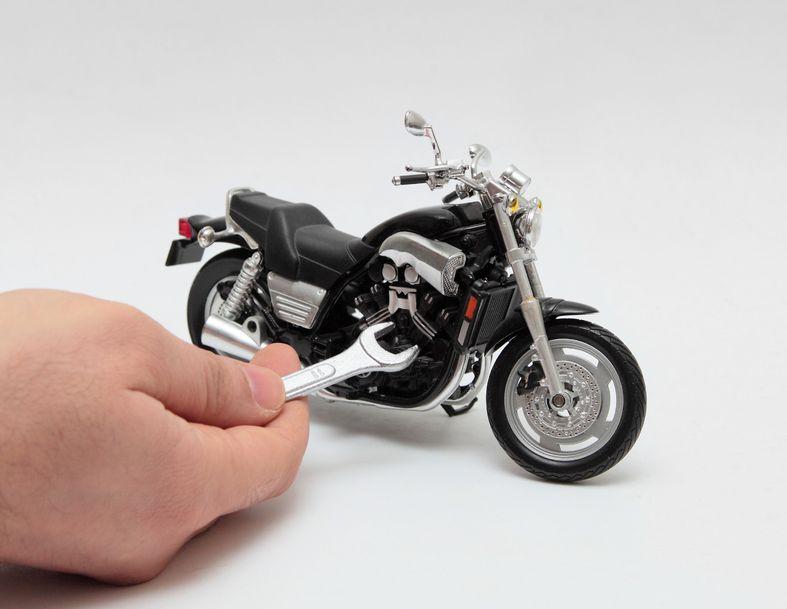 21521288 - motorcycle repairing